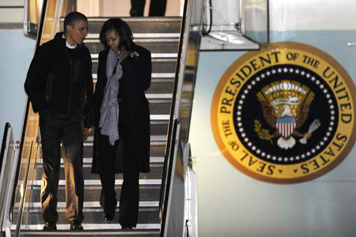 President Barack Obama and first lady Michelle Obama walk off Air Force One after arriving at O&#39;Hare International Airport in Chicago, Tuesday, Nov. 6, 2012. &#40;AP Photo&#47;Paul Beaty&#41; <span class=meta>(AP Photo&#47; PAUL BEATY)</span>