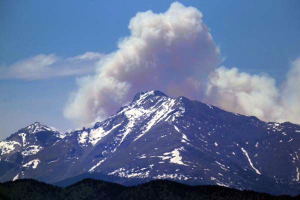 "<div class=""meta ""><span class=""caption-text "">A plume of smoke from the Big Meadows Fire in Rocky Mountain National Park rises above Longs Peak, as seen from just east of Boulder, Colo., Tuesday June 11, 2013. A National Park crew has assessed the fire that has been confirmed on the north end of Big Meadows on the west side of the park. (AP Photo/Brennan Linsley) (AP Photo/ Brennan Linsley)</span></div>"
