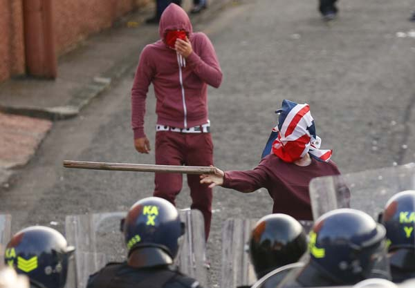 Britain Northern Ireland Loyalist Protests <span class=meta>(Peter Morrison)</span>