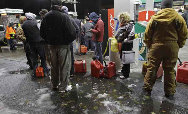 People wait in line for gasoline at a Hess station in Brooklyn, where gas is still scarce, Thursday, Nov. 8, 2012, in New York.  Fuel shortages and distribution delays that led to gas hoarding have prompted New York City and Long Island to initiate an even-odd gas rationing plan which begins Friday at 6 a.m. in New York and 5 a.m. in Long Island. &#40;AP Photo&#47;Kathy Willens&#41; <span class=meta>(AP Photo&#47; Kathy Willens)</span>