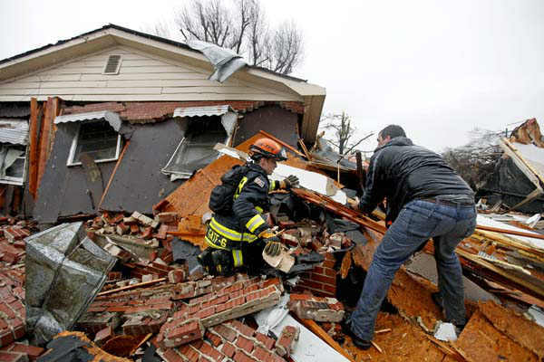 Nathan Varnes, of Cartersville, Ga., right, helps Georgia Search and Rescue firefighter Billy Green, left, search a destroyed home for a dog after a tornado struck, Wednesday, Jan. 30, 2013, in Adairsville, Ga. &#40;AP Photo&#47;David Goldman&#41; <span class=meta>(AP Photo&#47; David Goldman)</span>