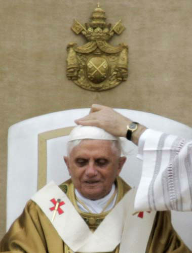 FILE - This April 24, 2005 file photo shows Vatican master of Ceremonies Archbishop Piero Marini, not pictured, adjusting the skullcap of Pope Benedict XVI during his installment Mass in St. Peter&#39;s Square at the Vatican. Pope Benedict XVI said Monday, Feb. 11, 2013 he lacks the strength to fulfill his duties and on Feb. 28 will become the first pontiff in 600 years to resign. The announcement sets the stage for a conclave in March to elect a new leader for world&#39;s 1 billion Catholics. &#40;AP Photo&#47;Pier Paolo Cito, files&#41; <span class=meta>(AP Photo&#47; Pier Paolo Cito)</span>