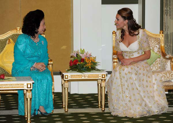 "<div class=""meta ""><span class=""caption-text "">In this Thursday, Sept. 13, 2012 photo released by Malaysia's Information Department, Britain's Kate, right, the Duchess of Cambridge, speaks to Malaysian Queen Haminah Hamidun at National Palace in Kuala Lumpur, Malaysia. (AP Photo/Malaysia Information Department) EDITORIAL USE ONLY (AP Photo/ SS MY**TOK** OTA**TOK**)</span></div>"