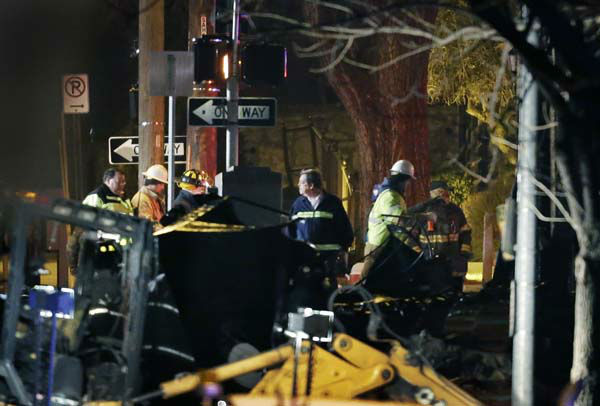 Firemen and utility workers inspect a building that exploded and caught fire in the Plaza shopping district of Kansas City, Mo., Tuesday, Feb. 19, 2013. &#40;AP Photo&#47;Orlin Wagner&#41; <span class=meta>(AP Photo&#47; Orlin Wagner)</span>