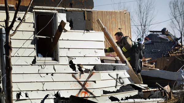 "<div class=""meta ""><span class=""caption-text "">Volunteer fireman Jeff Woodyard recovers golf clubs from his father-in-law's home in Harveyville, Kan., Wednesday, Feb. 29, 2012.  (AP)</span></div>"