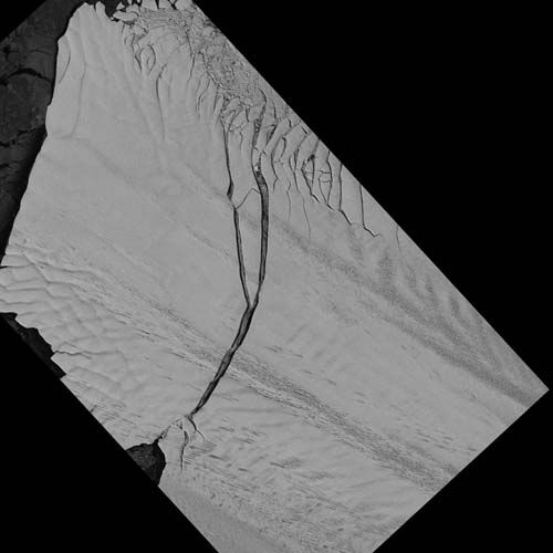Image of the Pine Island Glacier ice shelf from the German Aerospace Center Earth monitoring satellite TerraSAR-X captured on July 8, 2013. <span class=meta>(DLR)</span>