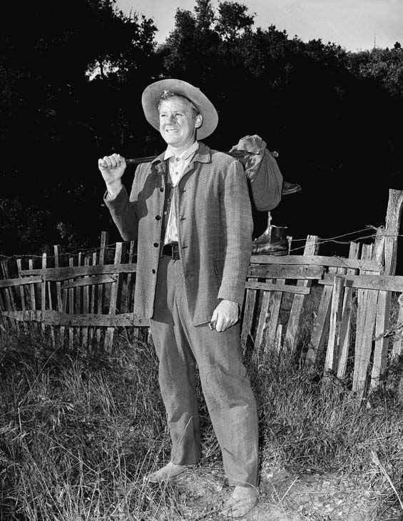 In this Sept. 4, 1946 file photo, actor Van Johnson is shown on location for the film &#34;The Romance of Rosy Ridge&#34; in Santa Cruz, Calif.   Johnson died at the Tappan Zee Manor, an assisted living center, in Nyack, N.Y. at age 92. &#40;AP Photo, file&#41; <span class=meta>(AP Photo&#47; R2  RO. PEC CL**NY**)</span>