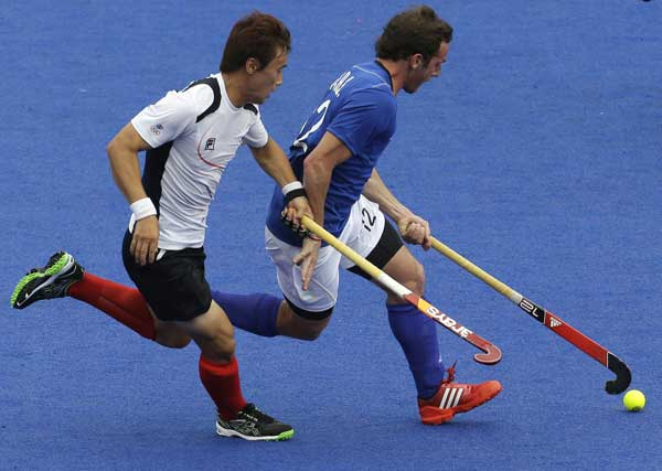 "<div class=""meta ""><span class=""caption-text "">Argentina's Pedro Ibarra, right, and an unidentified South Korean hockey player battle for the ball during their practice game at the Hockey arena at the 2012 Summer Olympics, Friday, July 27, 2012, in London.  (AP Photo/Bullit Marquez)</span></div>"
