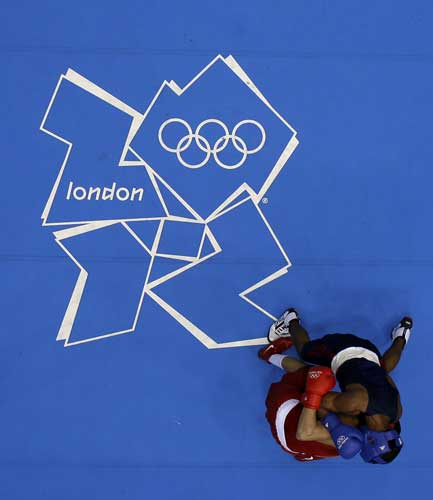 Brazil&#39;s Myke Ribeiro de Carvalho, in red, and USA&#39;s Errol Spence fight during their men&#39;s welter 69-kg boxing match at the 2012 Summer Olympics, Sunday, July 29, 2012, in London.  <span class=meta>(AP Photo&#47;Morry Gash)</span>