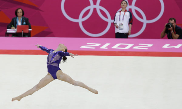 U.S. gymnast Kyla Ross performs on the floor watched by coach Jenny Zhang, background center, during the Artistic Gymnastic women&#39;s qualifications at the 2012 Summer Olympics, Sunday, July 29, 2012, in London.  <span class=meta>(AP Photo&#47;Julie Jacobson)</span>