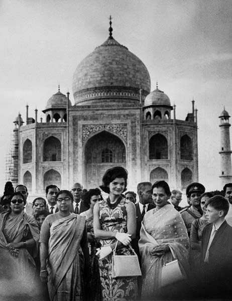 U.S. first lady Jacqueline Kennedy, center, stands in front of the Taj Mahal with Indian hosts at Agra, India, March 15, 1962. (AP Photo)