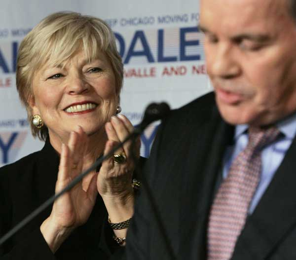 "<div class=""meta image-caption""><div class=""origin-logo origin-image ""><span></span></div><span class=""caption-text"">In this Feb. 27, 2007 file photo, Maggie Daley, left, applauds the remarks of her husband Chicago Mayor Richard M. Daley as they celebrate his election to a sixth consecutive term as mayor in Chicago.   ( (AP Photo/Charles Rex Arbogast, File))</span></div>"