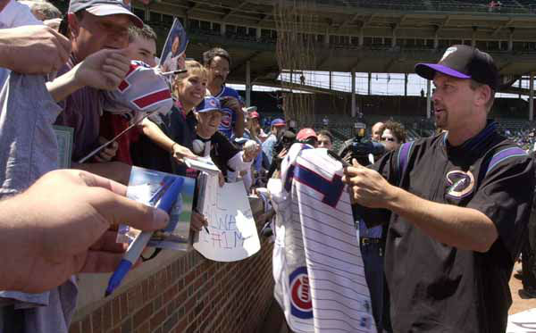 Arizona Dimondbacks&#39; Mark Grace signs autographs for fans at Wrigley Field before Grace&#39;s first game back since leaving the Cubs last season Friday, May 18, 2001, in Chicago. &#40;AP Photo&#47;M. Spencer Green&#41; <span class=meta>(AP Photo&#47; M. SPENCER GREEN)</span>