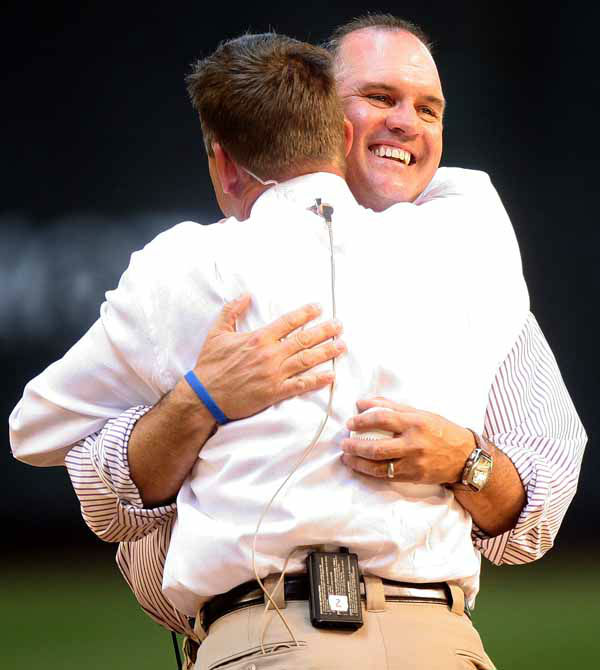 Former Chicago Cubs players Ryne Sandberg, right, hugs Mark Grace after throwing out the first pitch on Opening Day against the Arizona Diamondbacks  Monday, April 4, 2005, in Phoenix.&#40;AP Photo&#47;Paul Connors&#41;                             <span class=meta>(AP Photo&#47; PAUL CONNORS)</span>