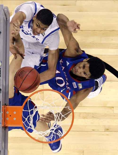 Kentucky forward Anthony Davis tries to shoot against Kansas guard Tyshawn Taylor &#40;10&#41; during the second half of the NCAA Final Four tournament college basketball championship game Monday, April 2, 2012, in New Orleans. &#40;AP Photo&#47;Mark Humphrey&#41; <span class=meta>(AP Photo&#47; Mark Humphrey)</span>
