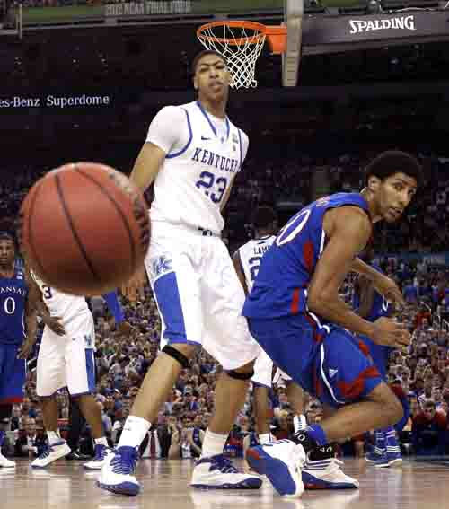 Kentucky forward Anthony Davis &#40;23&#41; and Kansas guard Tyshawn Taylor &#40;10&#41; watch the ball go by during the second half of the NCAA Final Four tournament college basketball championship game Monday, April 2, 2012, in New Orleans. &#40;AP Photo&#47;Mark Humphrey&#41; <span class=meta>(AP Photo&#47; Mark Humphrey)</span>