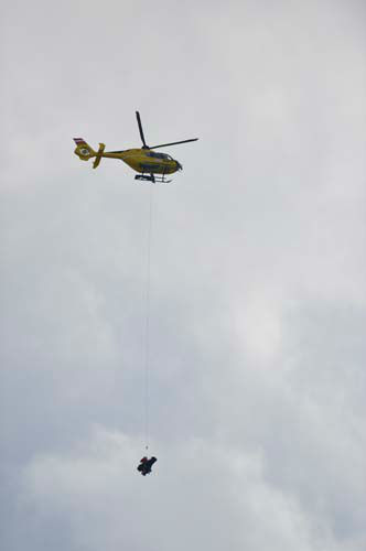 A helicopter transports United States&#39;?Lindsey?Vonn off the slope after she fell during the women&#39;s super-G at the Alpine skiing world championships in Schladming, Austria, Tuesday, Feb.5,2013. &#40;AP Photo&#47;Kerstin Joensson&#41; <span class=meta>(AP Photo&#47; Kerstin Joensson)</span>