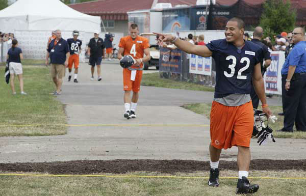 Chicago Bears running back Kahlil Bell &#40;32&#41; greets to fans as he walks to the field during NFL football training camp at Olivet Nazarene University in Bourbonnais, Ill., Thursday, July 26, 2012. &#40;AP Photo&#47;Nam Y. Huh&#41; <span class=meta>(AP Photo&#47; Nam Y. Huh)</span>