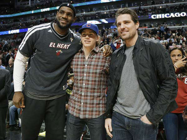 Miami Heat forward LeBron James, left, and Chicago Blackhawks&#39; Patrick Kane, center, and Patrick Sharp pose for a photo before the Heat&#39;s NBA basketball game against the Chicago Bulls on Wednesday, March 27, 2013. The Bulls won 101-97, ending the Heat&#39;s 27-game winning streak. &#40;AP Photo&#47;Nam Y. Huh&#41; <span class=meta>(AP Photo&#47; Nam Y. Huh)</span>