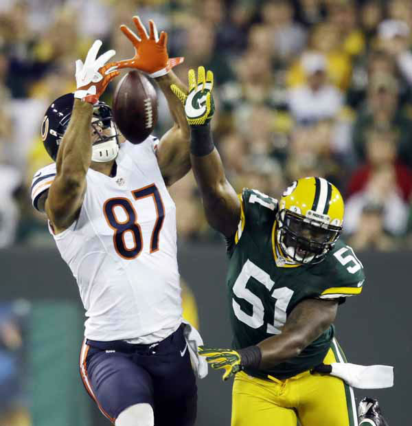Green Bay Packers&#39; D.J. Smith &#40;51&#41; breaks up a pass intended for Chicago Bears&#39; Kellen Davis &#40;87&#41; during the first half of an NFL football game Thursday, Sept. 13, 2012, in Green Bay, Wis. &#40;AP Photo&#47;Jeffrey Phelps&#41; <span class=meta>(AP Photo&#47; Jeffrey Phelps)</span>
