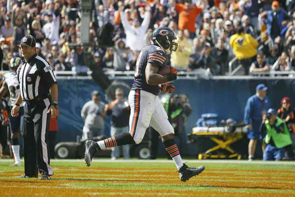 Chicago Bears running back Michael Bush &#40;29&#41; makes a touchdown run in the first half of an NFL football game against the St. Louis Rams in Chicago, Sunday, Sept. 23, 2012. &#40;AP Photo&#47;Charles Rex Arbogast&#41; <span class=meta>(AP Photo&#47; Charles Rex Arbogast)</span>