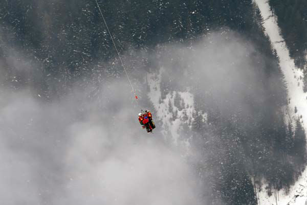 United States&#39;?Lindsey?Vonn is airlifted by an helicopter after crashing during the women&#39;s super-G course, at the Alpine skiing world championships in Schladming, Austria, Tuesday, Feb.5, 2013. &#40;AP Photo&#47;Luca Bruno&#41; <span class=meta>(AP Photo&#47; Luca Bruno)</span>
