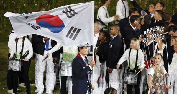 South Korea&#39;s Yoon Kyung-shin carries the flag the Opening Ceremony at the 2012 Summer Olympics, Friday, July 27, 2012, in London. &#40;AP Photo&#47;Jae C. Hong&#41; <span class=meta>(AP Photo&#47; Jae C. Hong)</span>