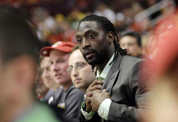 Chicago Bears&#39; Charles Tillman watches during the third period of Game 1 in their NHL Stanley Cup Final hockey series between the Chicago Blackhawks and the Boston Bruins, Wednesday, June 12, 2013, in Chicago. &#40;AP Photo&#47;Nam Y. Huh&#41; <span class=meta>(AP Photo&#47; Nam Y. Huh)</span>