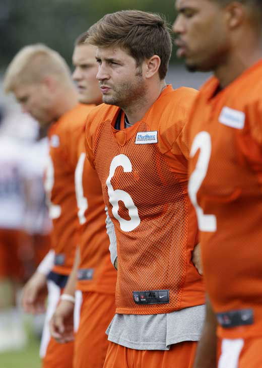 Chicago Bears quarterback Jay Cutler &#40;6&#41; works with teammates during NFL football training camp at Olivet Nazarene University in Bourbonnais, Ill., Thursday, July 26, 2012. &#40;AP Photo&#47;Nam Y. Huh&#41; <span class=meta>(AP Photo&#47; Nam Y. Huh)</span>