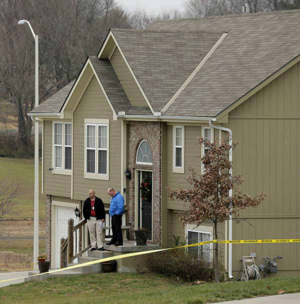 "<div class=""meta ""><span class=""caption-text "">Investigators stand outside an Independence, Mo., house where police say Kansas City Chiefs linebacker Jovan Belcher fatally shot his girlfriend before driving to the NFL football team's training facility and shooting himself, Saturday, Dec. 1, 2012. (AP Photo/Charlie Riedel) (AP Photo/ Charlie Riedel)</span></div>"