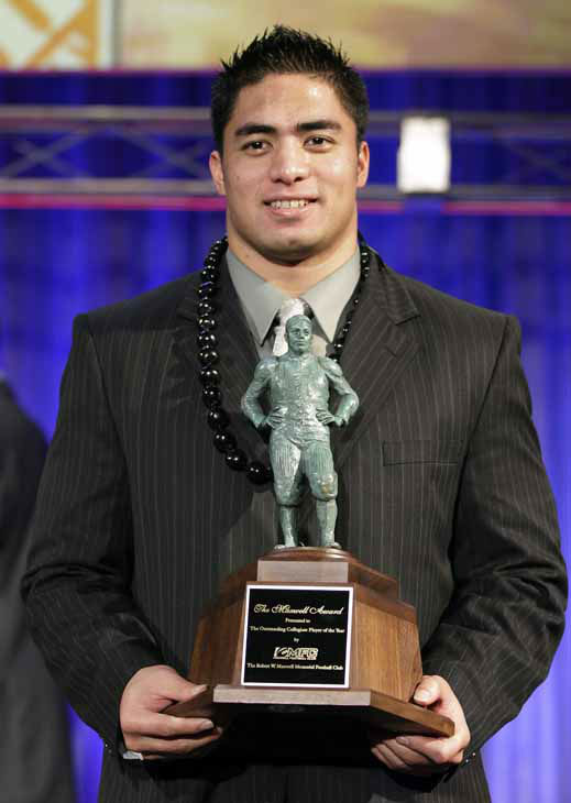 Notre Dame defensive back Manti Te&#39;o displays his trophy for the Maxell Award after being named the nation&#39;s college player of the year at the Home Depot College Football Awards in Lake Buena Vista, Fla., Thursday, Dec. 6, 2012. &#40;AP Photo&#47;John Raoux&#41; <span class=meta>(AP Photo&#47; John Raoux)</span>