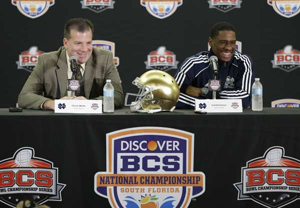 "<div class=""meta ""><span class=""caption-text "">Notre Dame offensive coordinator Chuck Martin, left, and quarterback Everett Golson laugh as they answer questions during a news conference, Friday, Jan. 4, 2013 in Fort Lauderdale, Fla. Notre Dame is scheduled to play Alabama on Monday, Jan. 7, in the BCS national championship NCAA college football game. (AP Photo/Wilfredo Lee)</span></div>"
