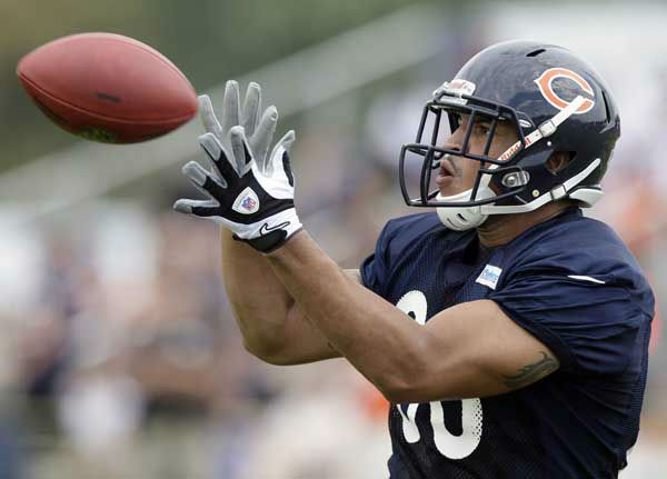 Chicago Bears tight end Evan Rodriguez catches during NFL football training camp at Olivet Nazarene University in Bourbonnais, Ill., Thursday, July 26, 2012. &#40;AP Photo&#47;Nam Y. Huh&#41; <span class=meta>(AP Photo&#47; Nam Y. Huh)</span>