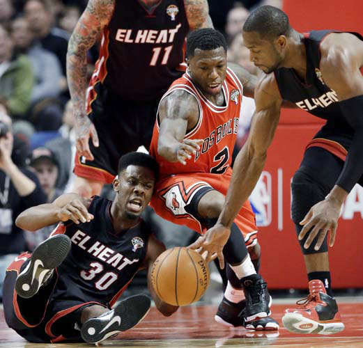 "<div class=""meta ""><span class=""caption-text "">Miami Heat guards Norris Cole (30) and Dwyane Wade, right, scramble for a loose ball against Chicago Bulls guard Nate Robinson during the first half of an NBA basketball game in Chicago on Wednesday, March 27, 2013. (AP Photo/Nam Y. Huh) (AP Photo/ Nam Y. Huh)</span></div>"