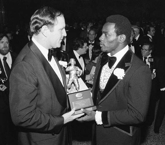 Former-Chicago Bears Coach Jack Pardee, left, now Washington Redskins Head Coach, presents a &#39;&#39;Timmie&#39;&#39; award to Walter Payton during ceremonies at Washington&#39;s Touchdown Club in Washington on Saturday, Jan. 29, 1978. Payton was selected as the National Football Conference?s Player of the Year. &#40;AP Photo&#47;Taylor&#41; <span class=meta>(AP Photo&#47; Taylor)</span>