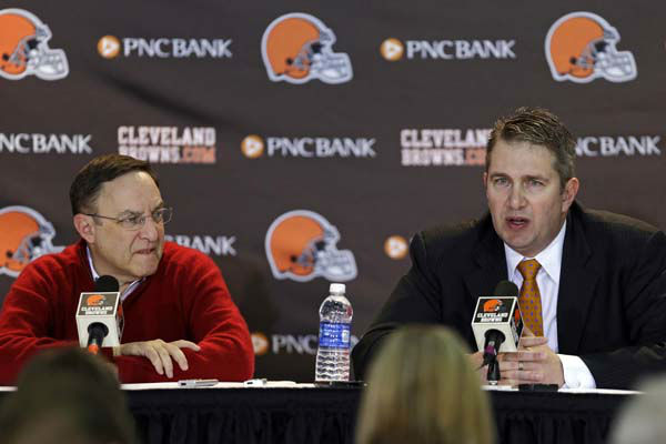 Cleveland Browns head coach Rob Chudzinski, right, discusses the first round of the NFL draft with CEO Joe Banner at the football team&#39;s practice facility in Berea, Ohio, Thursday, April 25, 2013. The Browns took LSU linebacker Barkevious Mingo as their sixth overall pick. &#40;AP Photo&#47;Mark Duncan&#41; <span class=meta>(AP Photo&#47; Mark Duncan)</span>