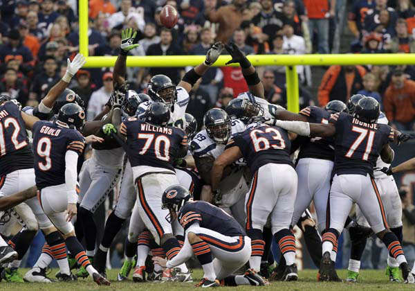 Chicago Bears kicker Robbie Gould &#40;9&#41; kicks a game-tying, 46-yard field goal late in the fourth quarter against the Seattle Seahawks to send the game into overtime during an NFL football game in Chicago, Sunday, Dec. 2, 2012. &#40;AP Photo&#47;Nam Y. Huh&#41; <span class=meta>(AP Photo&#47; Nam Y. Huh)</span>