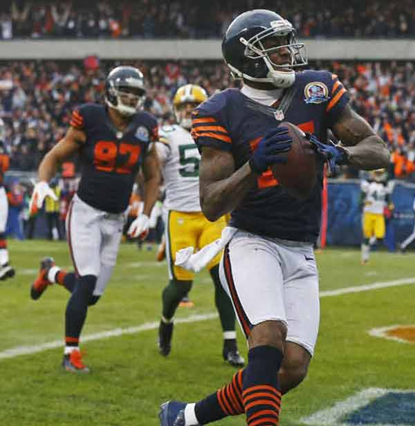 Chicago Bears wide receiver Brandon Marshall (15) celebrates after scoring on a pass reception in the first half of an NFL football game against the Green Bay Packers in Chicago, Sunday, Dec. 16, 2012. (AP Photo/Charles Rex Arbogast)