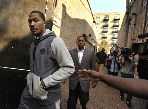 "<div class=""meta ""><span class=""caption-text "">Chicago Bulls' Derrick Rose arrives for a news conference to unveil his new shoe the Adidas D Rose 3 in Chicago, Thursday, Sept. 13, 2012. (AP Photo/Paul Beaty) (AP Photo/ Paul Beaty)</span></div>"