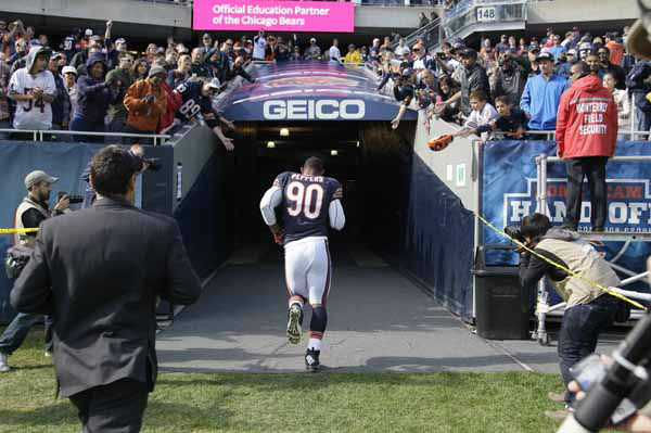 Chicago Bears defensive end Julius Peppers &#40;90&#41; runs to the locker room after an NFL football game in Chicago, Sunday, Sept. 23, 2012. The Bears won 23-6. &#40;AP Photo&#47;Nam Y. Huh&#41; <span class=meta>(AP Photo&#47; Nam Y. Huh)</span>