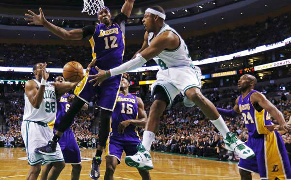 Boston Celtics forward Paul Pierce &#40;34&#41; dumps off the ball to center Jason Collins &#40;98&#41; as he is pressured by Los Angeles Lakers center Dwight Howard &#40;12&#41; during the first quarter of an NBA basketball game in Boston, Thursday, Feb. 7, 2013. At right is Lakers guard Kobe Bryant &#40;24&#41;. &#40;AP Photo&#47;Charles Krupa&#41; <span class=meta>(AP Photo&#47; Charles Krupa)</span>