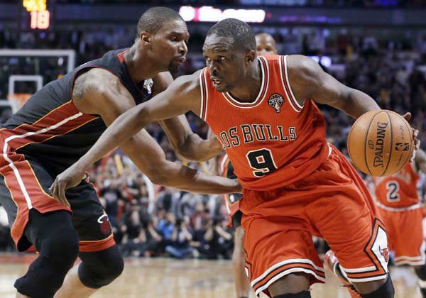 Chicago Bulls forward Luol Deng, right, drives against Miami Heat center Chris Bosh during the second half of an NBA basketball game in Chicago on Wednesday, March 27, 2013. The Bulls won 101-97, ending the Heat&#39;s 27-game winning streak. &#40;AP Photo&#47;Nam Y. Huh&#41; <span class=meta>(AP Photo&#47; Nam Y. Huh)</span>