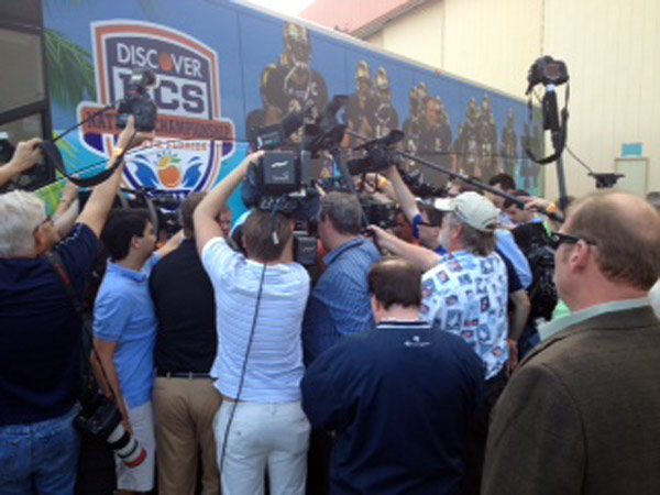 "<div class=""meta ""><span class=""caption-text "">The top-ranked Fighting Irish arrived in South Florida to finish preparing for the BCS championship game against Alabama, Wednesday, January 2, 2013.</span></div>"
