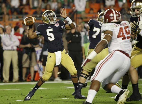 Notre Dame quarterback Everett Golson (5) works against Alabama during the first half of the BCS National Championship college football game Monday, Jan. 7, 2013, in Miami. (AP Photo/David J. Phillip)