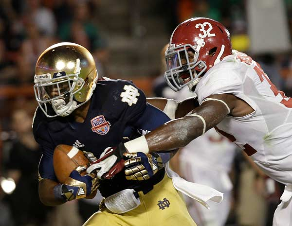 Notre Dame's Theo Riddick catches a touchdown pass in front of Alabama's C.J. Mosley (32)during the second half of the BCS National Championship college football game Monday, Jan. 7, 2013, in Miami. (AP Photo/David J. Phillip)