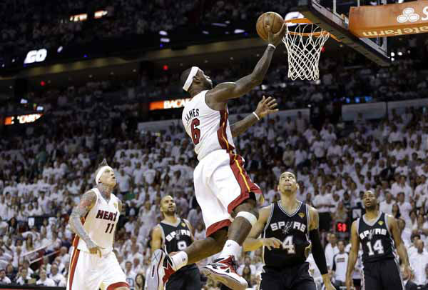 Miami Heat&#39;s LeBron James &#40;6&#41; shoots as San Antonio Spurs&#39; Danny Green &#40;4&#41; and Gary Neal &#40;14&#41; look on during the first half of Game 2 in the NBA Finals basketball game, Sunday, June 9, 2013 in Miami.  <span class=meta>(AP Photo&#47;Lynne Sladky)</span>