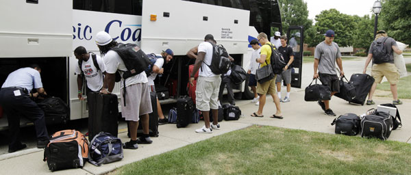 Chicago Bears rookie players arrive at NFL football training camp at Olivet Nazarene University in Bourbonnais, Ill., Tuesday, July 24, 2012.  <span class=meta>(AP Photo&#47;Nam Y. Huh)</span>