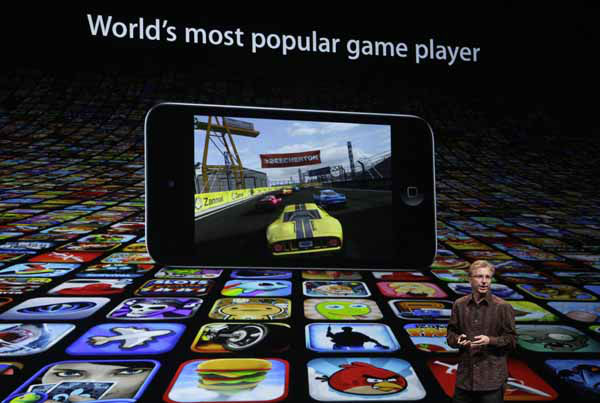 Greg Joswiak, Apple?s vice president of Hardware Product Marketing, speaks during an Apple event in San Francisco, Wednesday, Sept. 12, 2012. &#40;AP Photo&#47;Jeff Chiu&#41; <span class=meta>(AP Photo&#47; Jeff Chiu)</span>