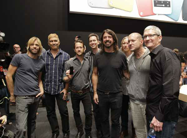 Apple CEO Tim Cook, right, poses with the band Foo Fighters following the introduction of new Apple products in San Francisco, Wednesday, Sept. 12, 2012.  &#40;AP Photo&#47;Eric Risberg&#41; <span class=meta>(AP Photo&#47; Eric Risberg)</span>