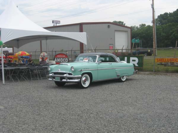 "<div class=""meta image-caption""><div class=""origin-logo origin-image ""><span></span></div><span class=""caption-text"">John James' 1954 Mercury Monterey Sun Valley two-door hardtop</span></div>"